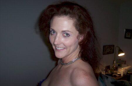 Femme coquine vraiment très mignonne cherche un homme novice