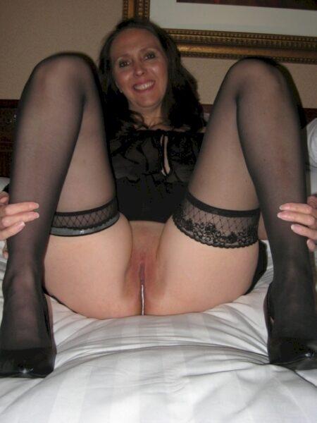 Femme cougar sexy dominatrice pour amant qui se soumet