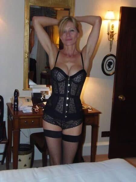 Femme cougar sexy recherche son libertin