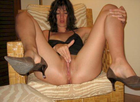 Femme infidèle sexy réellement chaude recherche un mec pudique