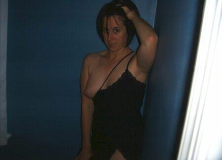 Passez un rancard chaud avec une femme infidèle sexy