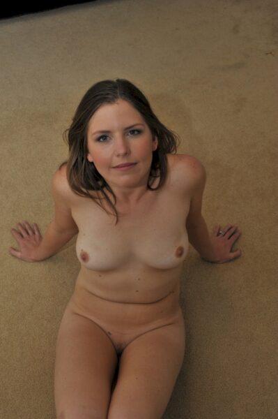Très belle femme adultère qui a besoin d'un plan entre coquins