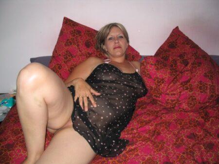 Très jolie libertine sexy intéressée par un plan sexe